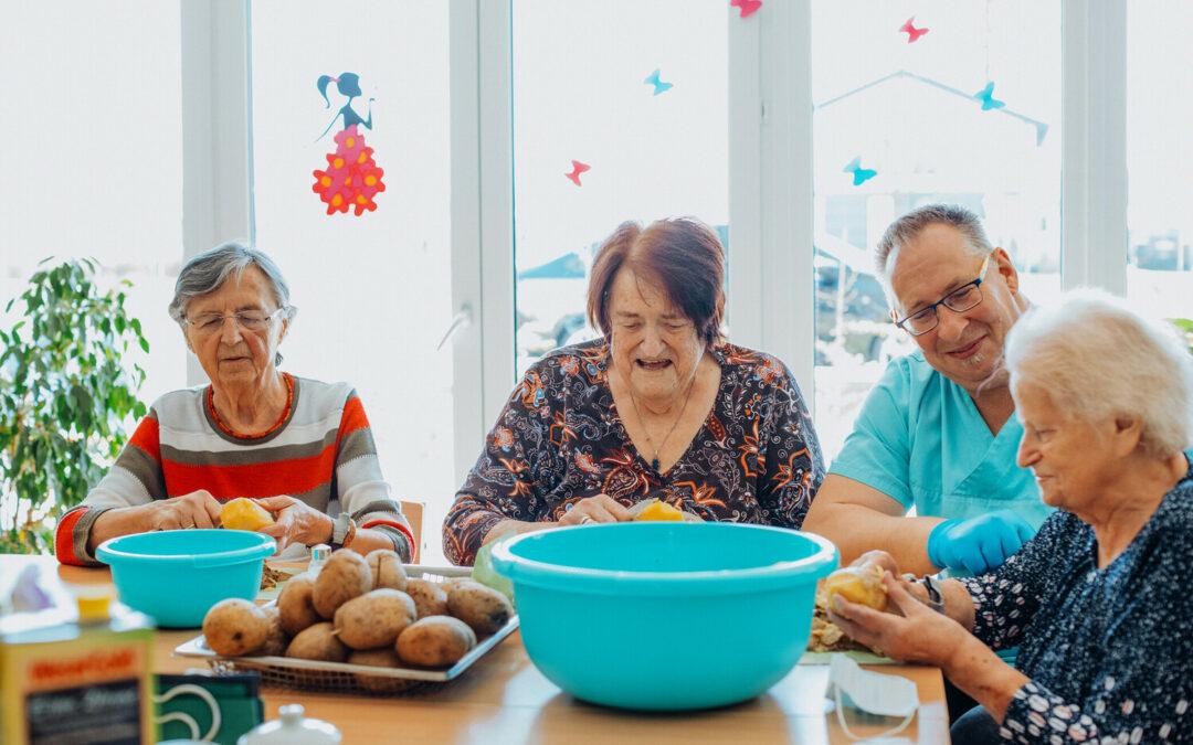 Wie sieht die Pflegeversorgung in betreuten Wohngemeinschaften aus?